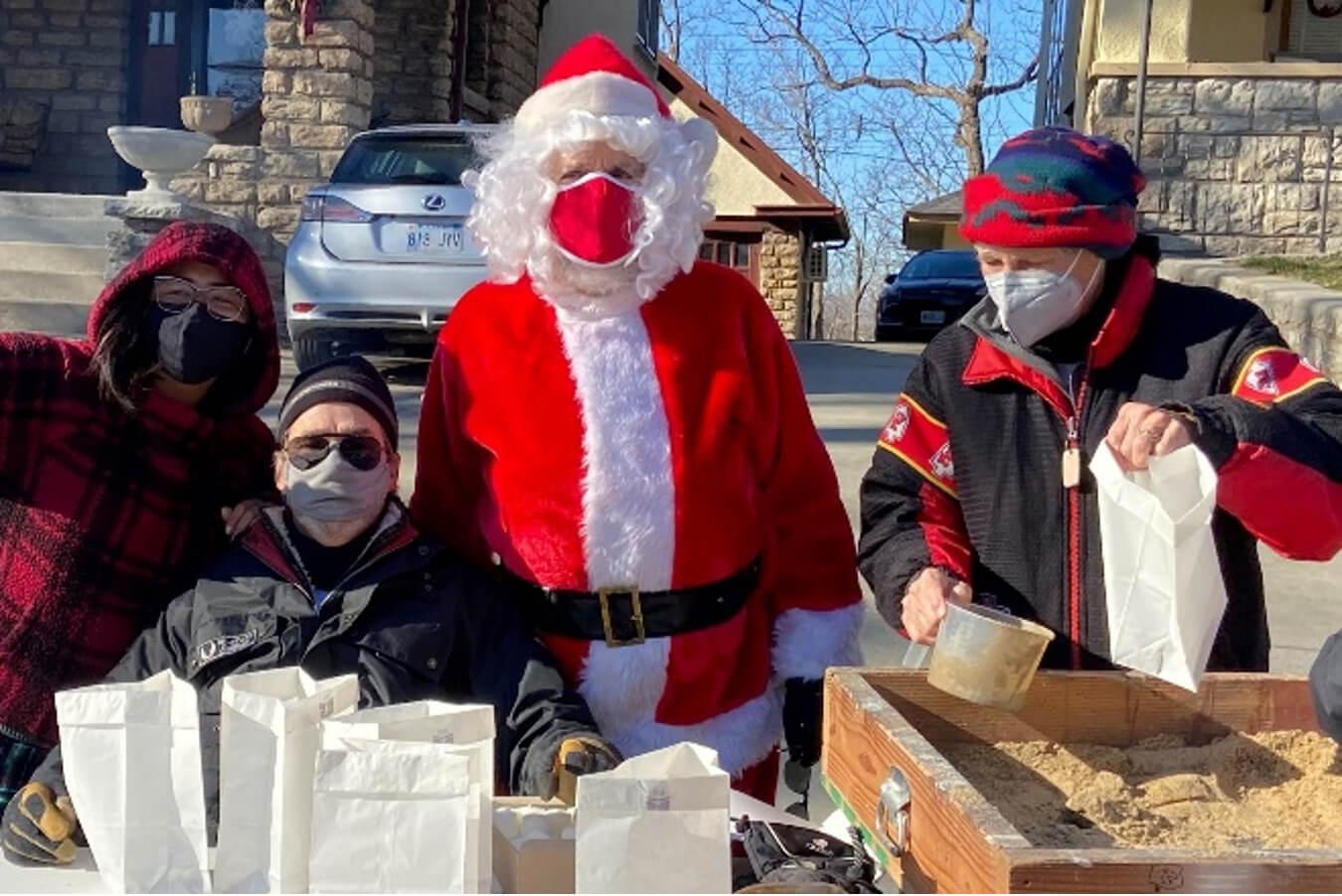 Luminarias Bring out Highlanders, Angels, and Santa